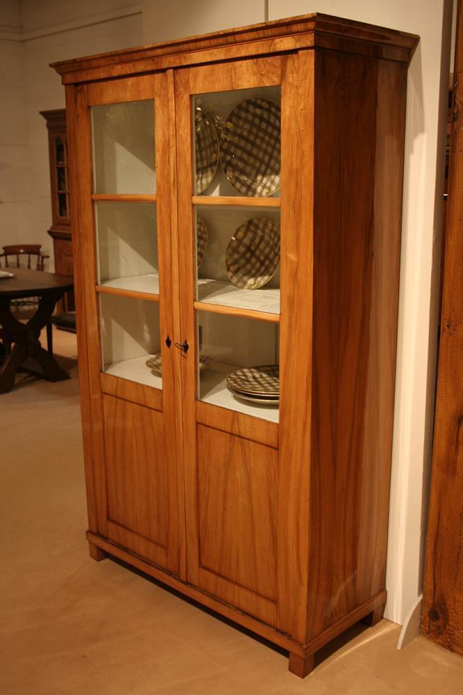 nussbaum vitrine antiquit ten frede in m nster restaurierung antiker m bel. Black Bedroom Furniture Sets. Home Design Ideas