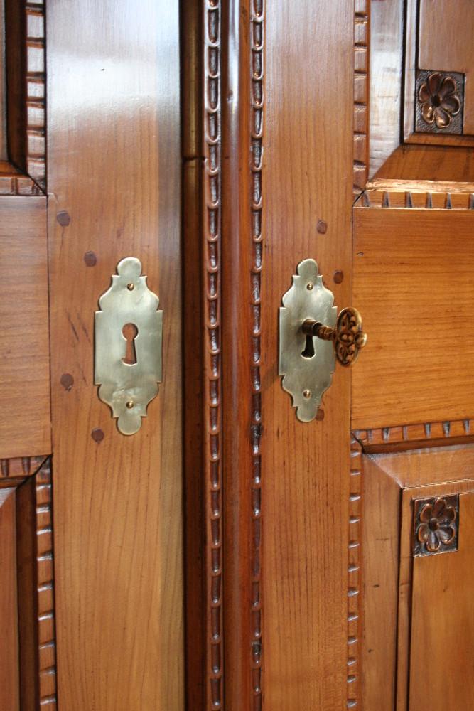 Antiker Schrank - Antiquitäten Frede in Münster - Restaurierung ...